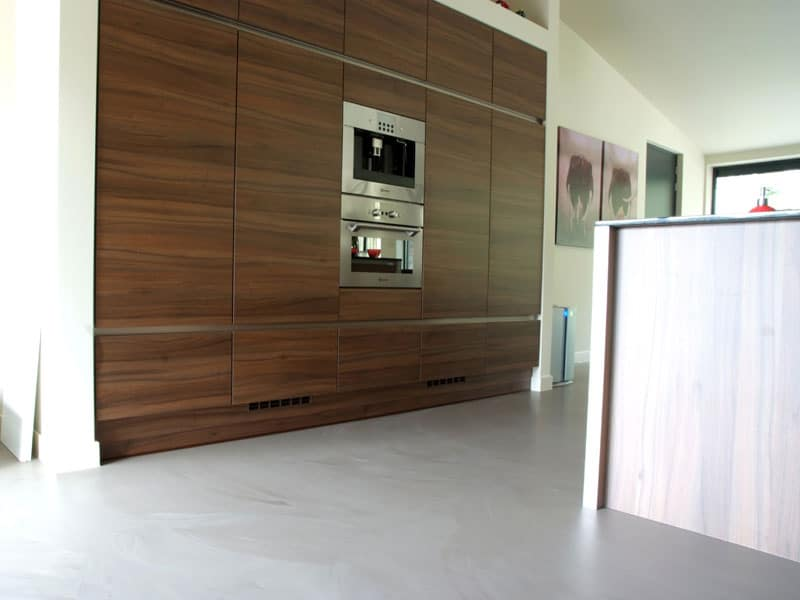 betonlook vloer lichtgrijs keuken
